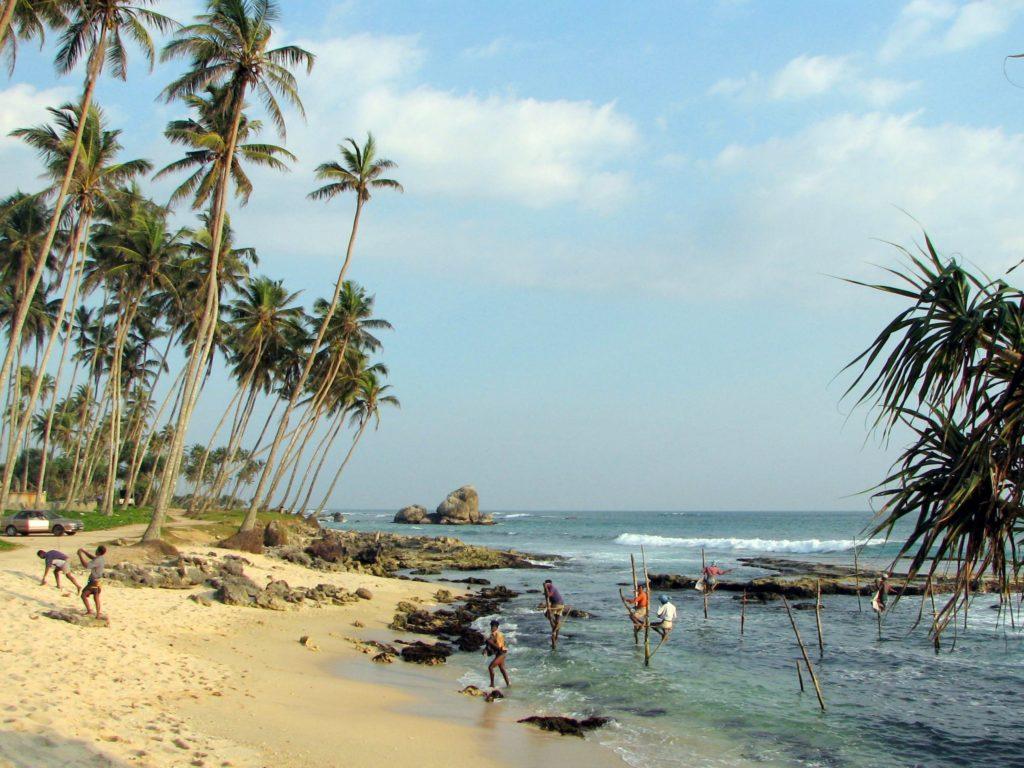 Strand Sri Lanka met paalvissers